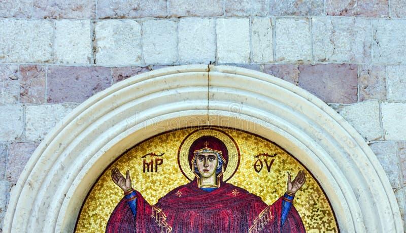 Jungfruliga Mary - mosaiksymbol i ortodox kristen kyrka i Budva, royaltyfri foto