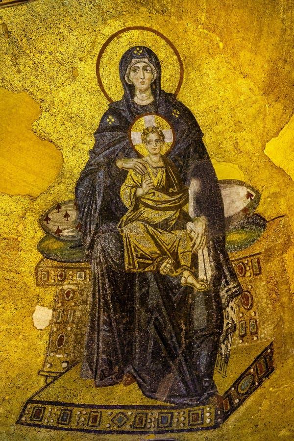Jungfruliga Mary och behandla som ett barn Jesus Mosaik i Hagia Sofia arkivfoto