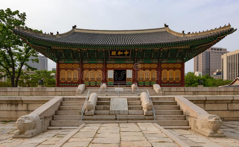 Junghwajeon,Deoksugung主要大厅,韩国的皇家的一个宫殿在李氏朝鲜朝代在汉城,韩国 免版税库存图片