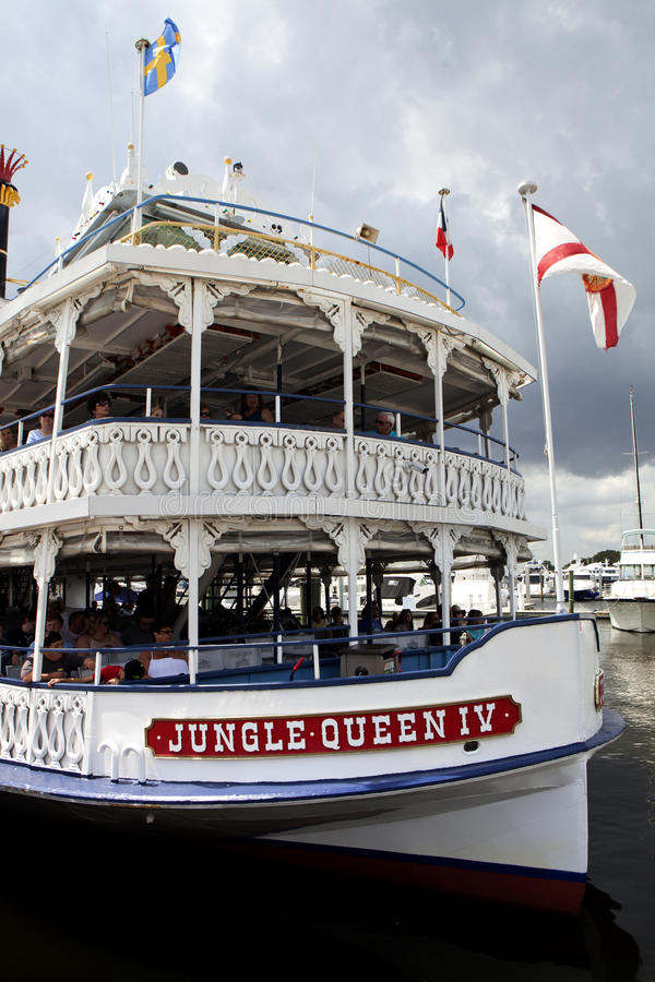 jungle-queen-charter-sightseeing-boat-ta
