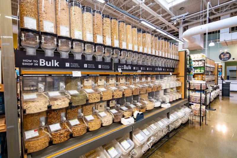20 juni, 2019 Cupertino/CA/de V.S. - Bulksectie in een Whole Foods-opslag op baaigebied de Zuid- van San Francisco stock fotografie
