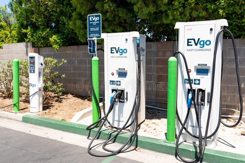 Juni 20, 2019 Cupertino/CA/USA - EVgo uppladdningsstation som lokaliseras i en parkeringsplats i södra San Francisco Bay område;  royaltyfria foton