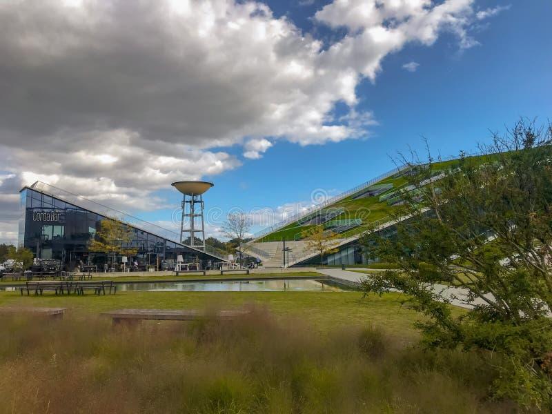 Juni 2019 - Hasselt, België: De ingang van de technologie- en onderzoeksinstituut Corda Campus, een geherconverteerde Philips-sit royalty-vrije stock fotografie