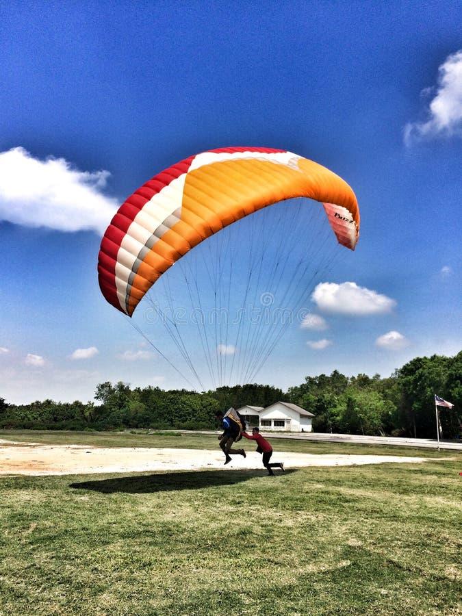 Juni 4 2016, Jugra, Malaysia; Ovanför landet under himlen som landar på land, för evigtfluga arkivfoton