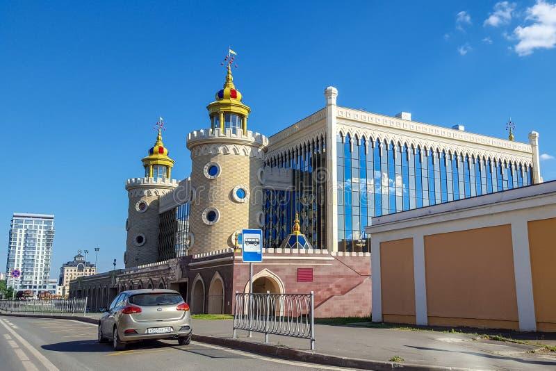 Juni 2018, Kazan, Tatarstan Tatar de marionettentheater 'Ekiyat 'van de staat is grootst van marionettentheaters in Rusland stock fotografie