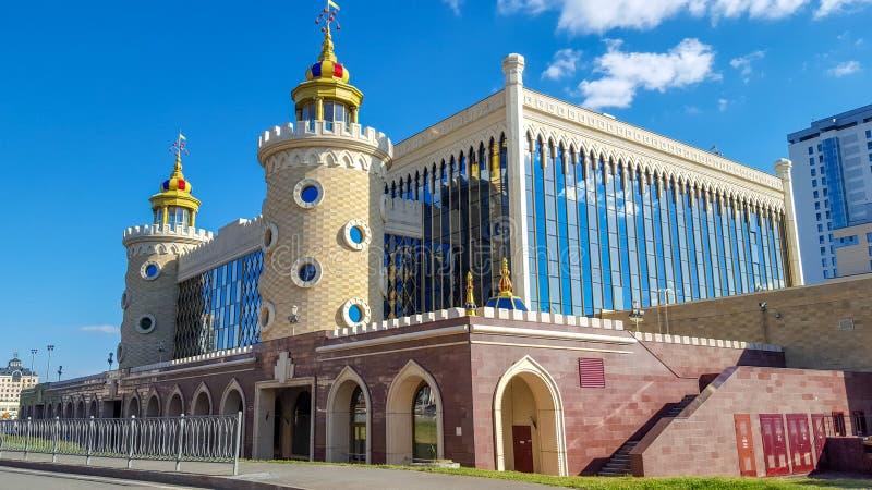 Juni 2018, Kazan, Tatarstan Tatar de marionettentheater ?Ekiyat ?van de staat is grootst van marionettentheaters in Rusland royalty-vrije stock fotografie
