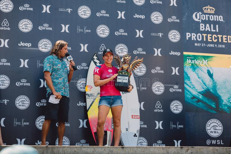 3. Juni 2018 Keramas, Bali, Indonesien Siegerehrung des Wettbewerbs WSL Corona Bali Protected Brasilianischer Surfer Italo Fer de lizenzfreie stockfotografie