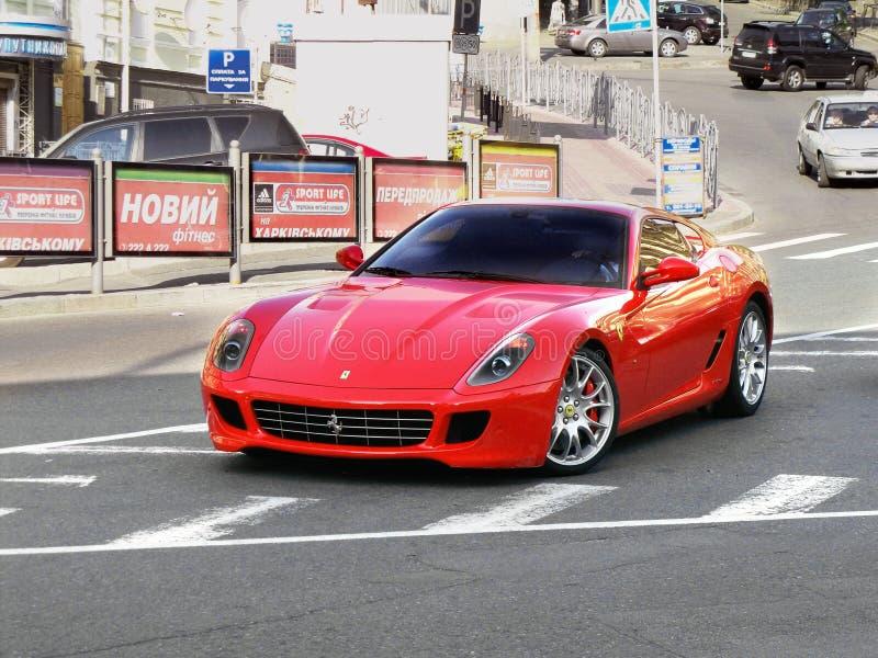 12 juni, 2011, Kiev - de Oekraïne Ferrari 599 Fiorano stock afbeeldingen