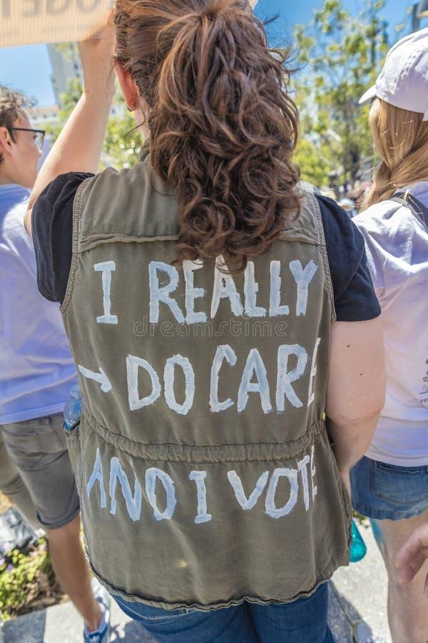 30. JUNI 2018 - LOS ANGELES, KALIFORNIEN, USA - halten Sie Familien-zusammen Demonstrationszug mit unterzeichnet herein Los Angel stockbild