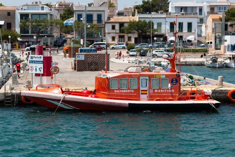 16 juni, 2017, Porto Colom, Spanje - overzeese reddingsboot bij de Porto Colom Haven royalty-vrije stock foto's