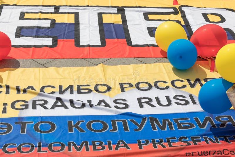 Juni 14, 2018 Ryssland Moskva, FIFA, flaggan av deltagare av världscuplögner på den röda fyrkanten i 6 timmar för öppning av värl arkivbild