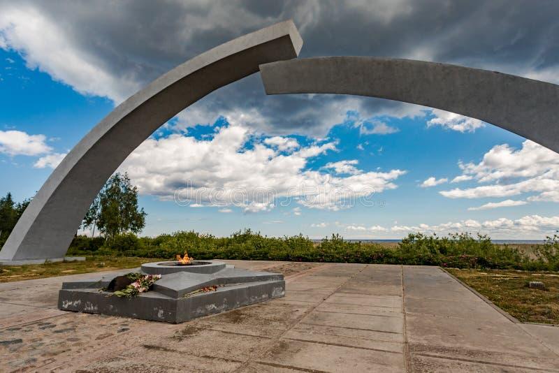 Juni 30, 2019 St Petersburg Minnesmärke av belägringen av Leningrad 'bruten cirkel 'på vägen av liv på Lake Ladoga Ryssland royaltyfria bilder