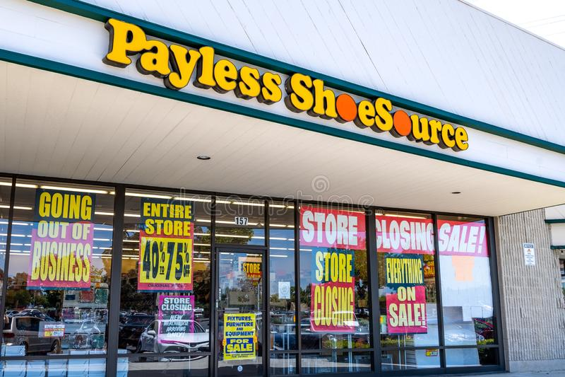 Juni 1, 2019 Sunnyvale/CA/USA - Payless Shoesource lager med royaltyfri fotografi