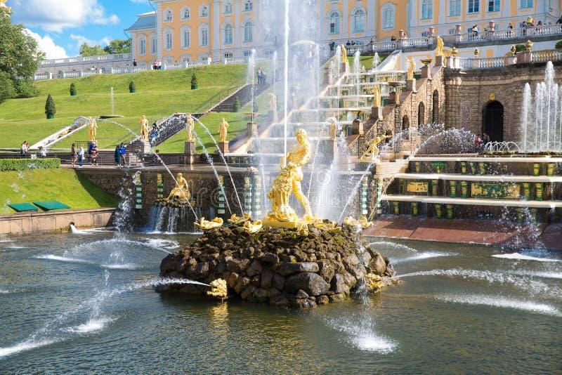 Juni 19th 2018 Peterhof St Petersburg, Ryssland Den tidigare Imen arkivfoton