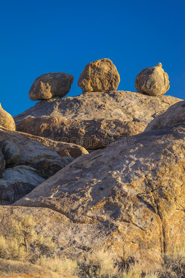 17 juni, 2018 - TRONA, CALIFORNIË, de V.S. - Drie bal-als rotsen, Toppen, Trona, Californië royalty-vrije stock foto's