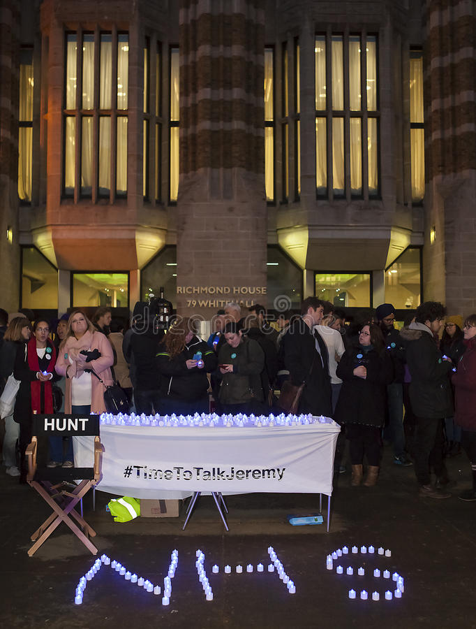 Junior Doctors Hold eine Candlelit Nachtwache, am 25. April 2016 stockfotos