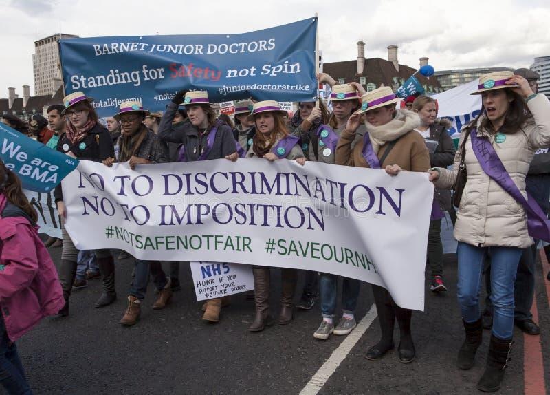 Junior Doctors March sul Downing Street fotografia stock libera da diritti