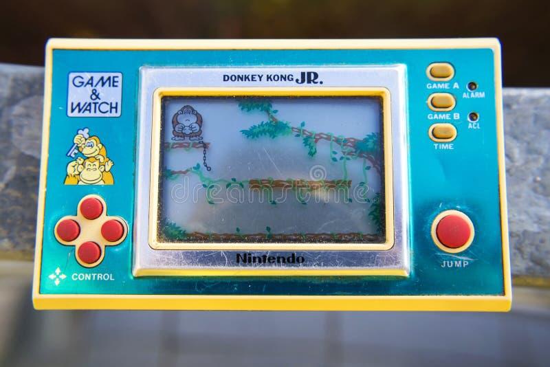 JUNIOR elettronico tenuto in mano d'annata di Kong dell'asino del gioco di Nintendo fotografia stock libera da diritti