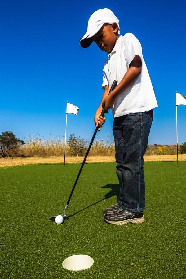 Junior Golf Putting royaltyfri bild