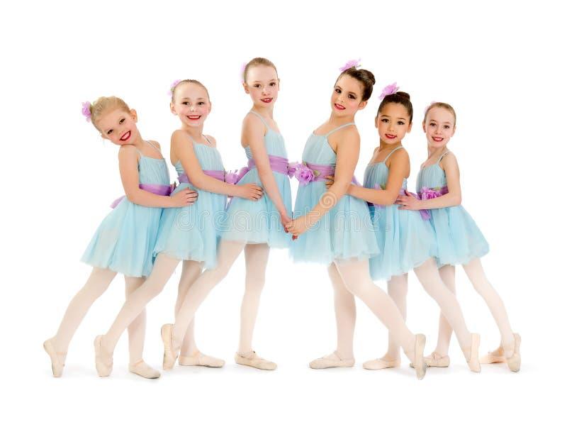 Junior Petite Ballet Class av flickor royaltyfri foto