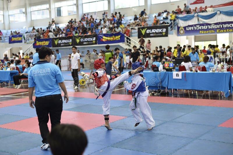 Junior Taekwondo konkurrens royaltyfria bilder