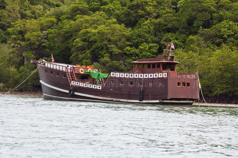 Download Junk boat stock photo. Image of tour, famous, asia, tourism - 26293466