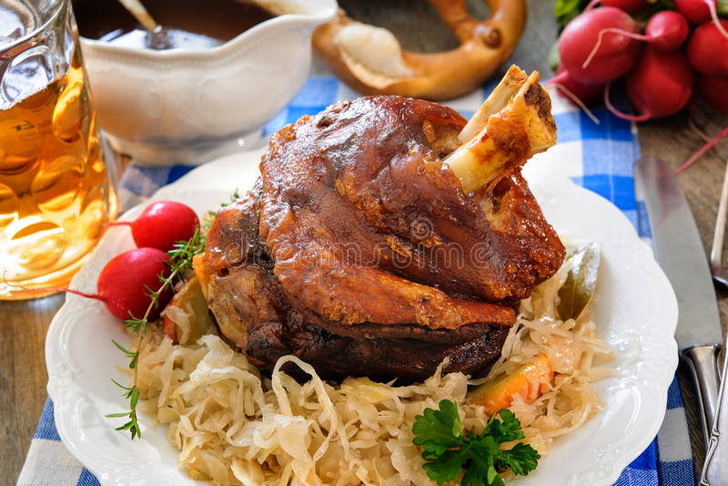 Junta bávara apetitosa do porco assado foto de stock royalty free