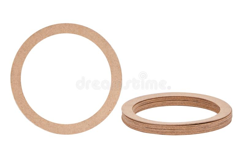 Juntas de papel de los anillos de cierre, anillos o aislados en el fondo blanco Sellos hidráulicos y neumáticos de papel del anil imagen de archivo