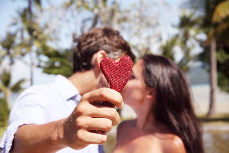 Junte besarse fotografía de archivo