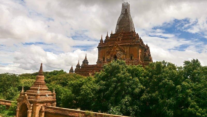 Junte el budismo de las pagodas fotografía de archivo