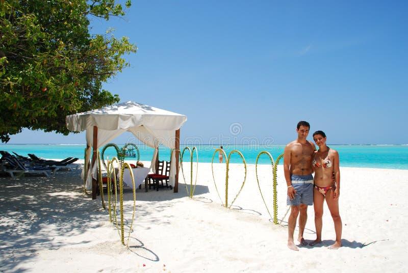 Junte el ensayo para conseguir casado en una isla fotos de archivo libres de regalías