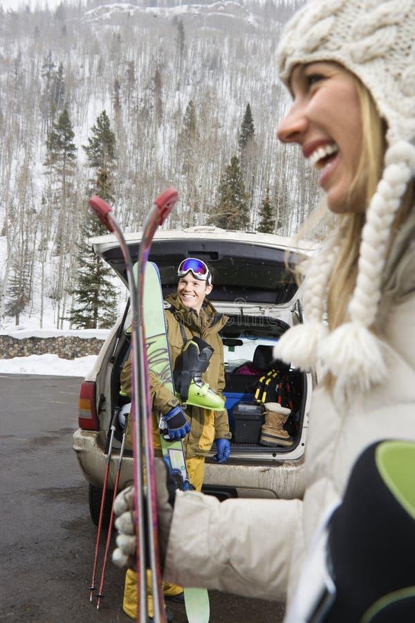 Junte el esquí que va. imagen de archivo libre de regalías