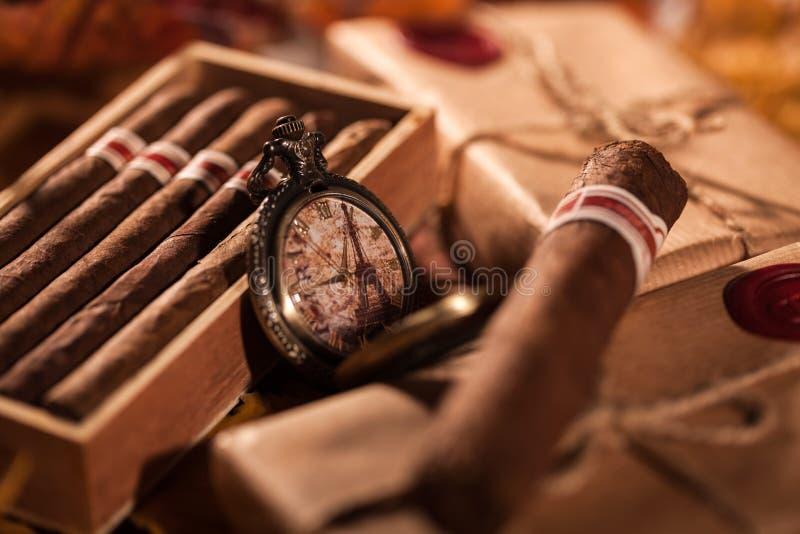 Junte las cajas de cigarros finos - un gran regalo del mejor amigo fotografía de archivo libre de regalías