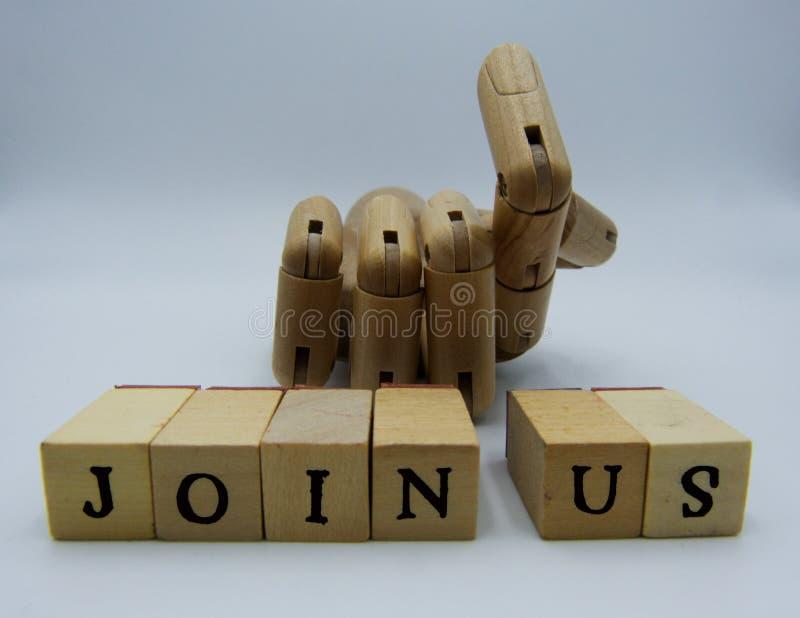 Junte-se nos conceito com mão de madeira no fundo branco fotografia de stock royalty free