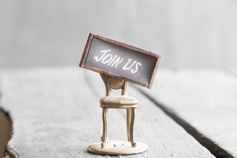 Junte-se nos texto e cadeira Ideia dos Hirings da sociedade do registro do recrutamento imagens de stock royalty free