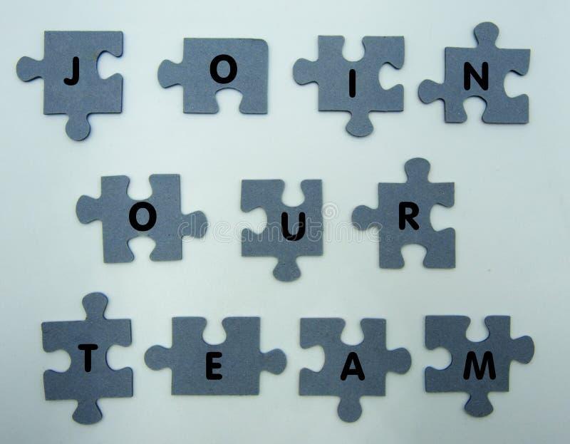 Junte-se a nosso conceito da equipe, enigma no fundo branco fotos de stock royalty free