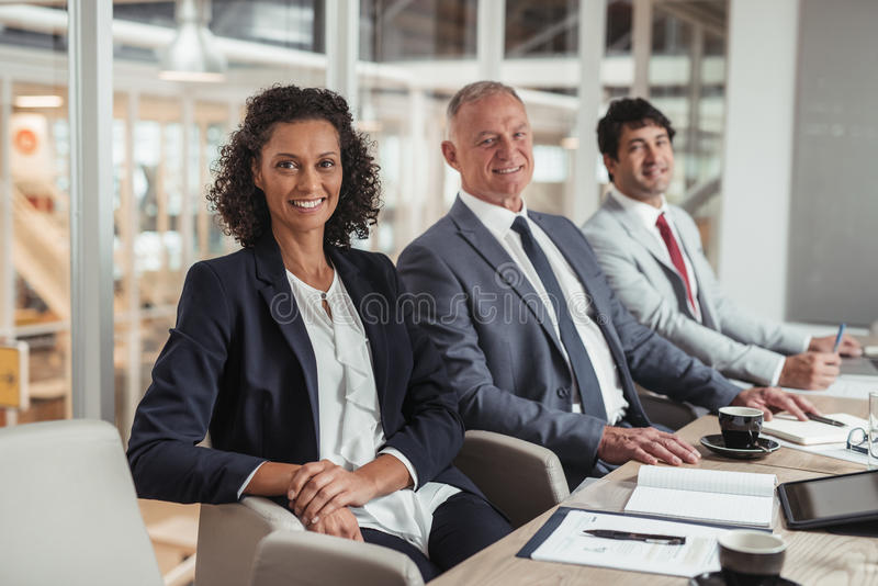 Junto esta equipe do negócio pode conseguir qualquer coisa imagem de stock royalty free