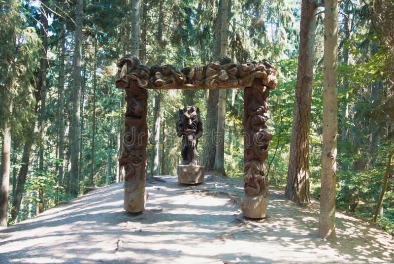 JUODKRANTE, LITOUWEN - JULI 16, 2015: Oude verfraaid houten scul royalty-vrije stock foto