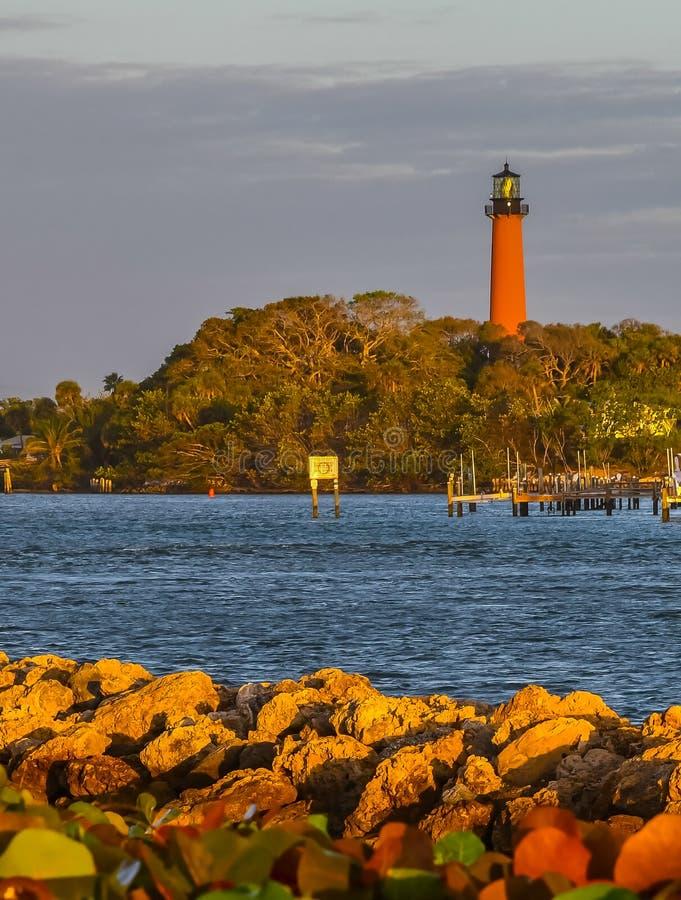 Jupiter Lighthouse na luz solar dourada da manhã fotos de stock royalty free