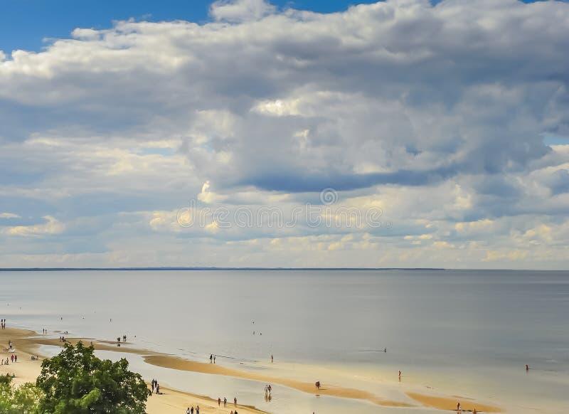 Jurmala com o golfo de Riga é o recurso central em Letónia imagens de stock royalty free