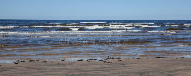 Jurmala-Strand im Sommer stockbilder