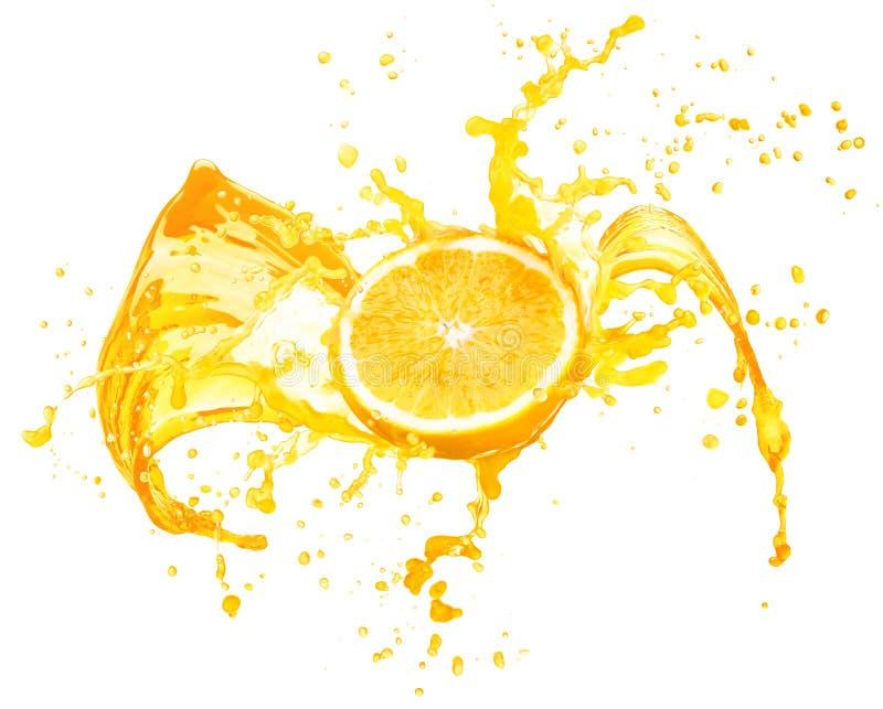 Jus d'orange éclaboussant de ses fruits d'isolement sur le blanc photographie stock libre de droits
