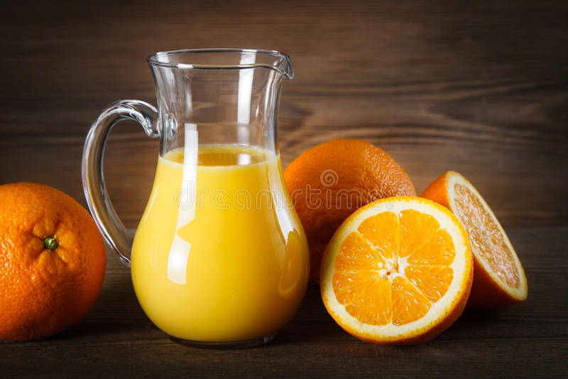 Download Jus d'orange image stock. Image du pichet, wooden, choc - 77155439