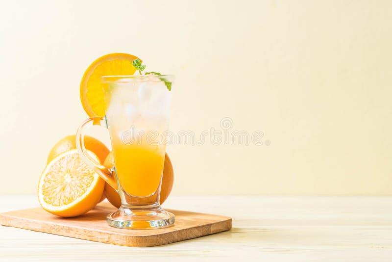 jus d'orange avec la soude images stock