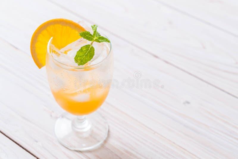 jus d'orange avec la soude images libres de droits