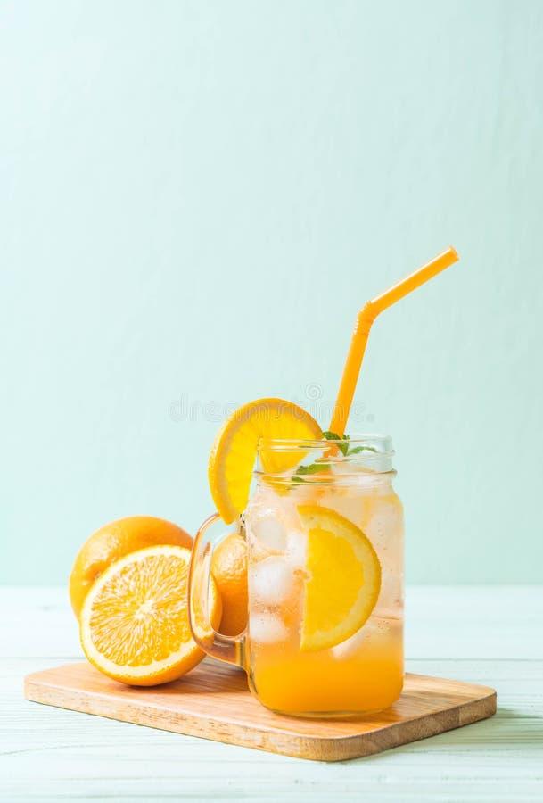 jus d'orange avec la soude photos libres de droits