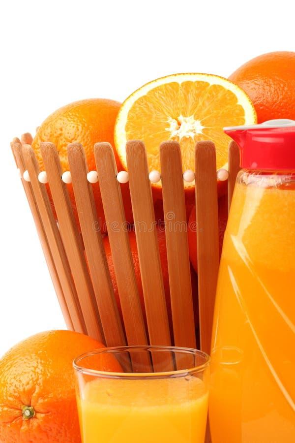 Jus d'orange avec les tranches oranges photographie stock