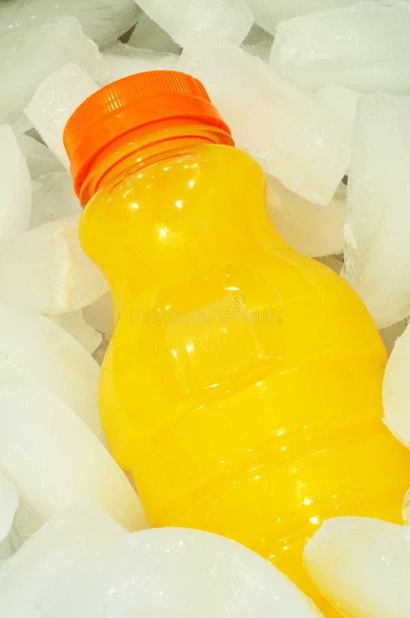 Jus d'orange dans une bouteille image libre de droits