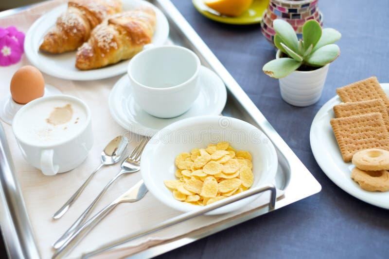 Jus d'orange de lait de café de petit déjeuner continental photos libres de droits