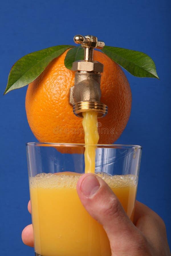 Jus d 39 orange frais photo stock image du frais soif pour - Pelure d orange pour parfumer ...